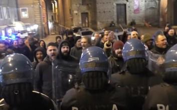 Επεισόδια μεταξύ ακροδεξιών και αστυνομικών στην Ιταλική πόλη Ματσεράτα