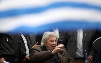 Στο νοσοκομείο ο Μίκης Θεοδωράκης, εισήχθη με κολπική μαρμαρυγή