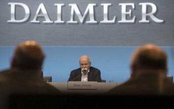 Πρόστιμο 870 εκατ. ευρώ στην Daimler για τις εκπομπές ρύπων