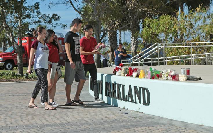 Οργή Τραμπ για τον ένοπλο φρουρό που δεν εμπόδισε τον μακελάρη της Φλόριντα