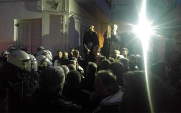 Ένταση έξω από τον χώρο όπου θα μιλήσει ο Τσίπρας στην Τρίπολη
