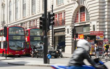 Η Αγγλία σκέφτεται να απαγορεύσει στους νέους οδηγούς να κυκλοφορούν τη νύχτα