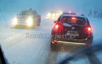 Μπλόκο στα φορτηγά προς Δομοκό από τη σφοδρή χιονόπτωση