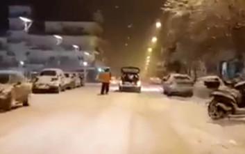 Δέθηκε πίσω από το αμάξι και έκανε σκι