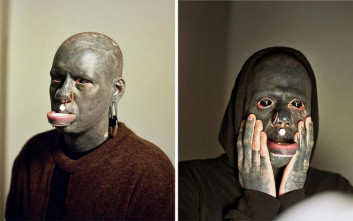 Βρετανός καλλιτέχνης πέρασε 10 χρόνια από τη ζωή του για να γίνει… μαύρος