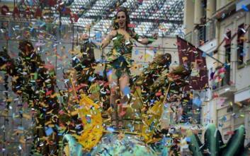 Ξέφρενη και… μαραθώνια η μεγάλη καρναβαλική παρέλαση στην Πάτρα