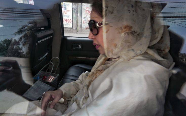 Bangladesh opposition leader and former Prime Minister Khaleda Zia, arrives in the court for her verdict in Dhaka, Bangladesh, Thursday, Feb. 8, 2018. Bangladesh was on high alert ahead of a verdict Thursday against Zia in a politically sensitive corruption case. (AP Photo/A.M.Ahad)