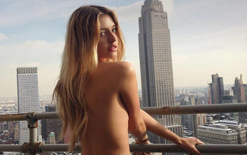 Το κορίτσι που λατρεύει να βγαίνει σέξι στις φωτογραφίες