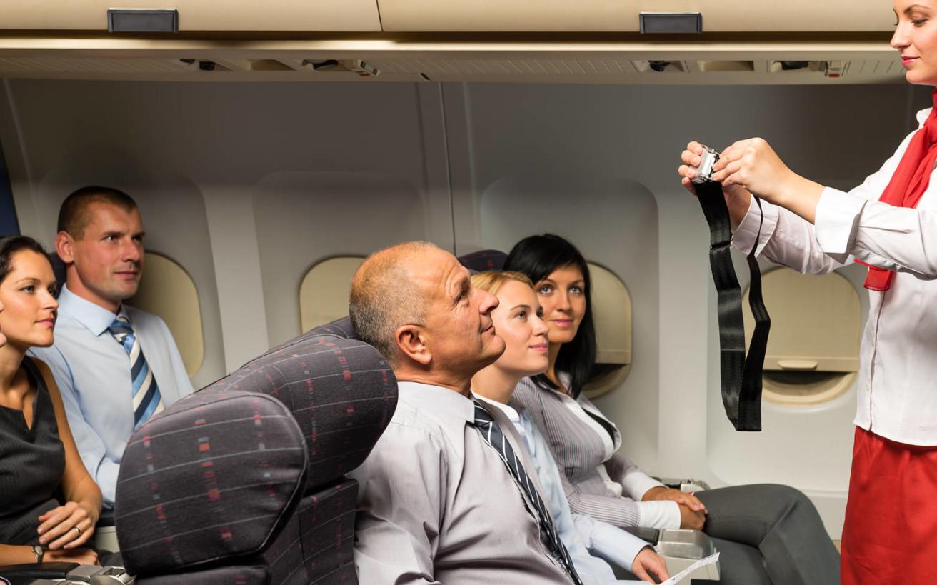 Γιατί δενόμαστε διαφορετικά στο κάθισμα του αυτοκινήτου και του αεροπλάνου