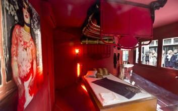 Φωτογραφίες και… «μάτι» στην περιοχή με τα κόκκινα φανάρια του Άμστερνταμ, τέλος!