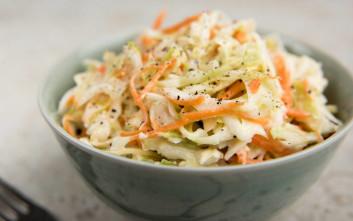 Σαλάτα λάχανο - καρότο με μήλο