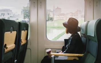 Απολύθηκε γιατί γύριζε ροζ βίντεο σε τρένα