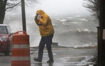 Χάος στις ανατολικές ΗΠΑ από ανέμους 129 χιλιομέτρων και πλημμύρες