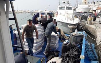 Προφυλακιστέο το πλήρωμα του σκάφους με 1,3 τόνους «σοκολάτας»