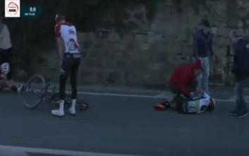 Ποδηλάτης χτύπησε σε προστατευτικό και εκτοξεύτηκε στον αέρα