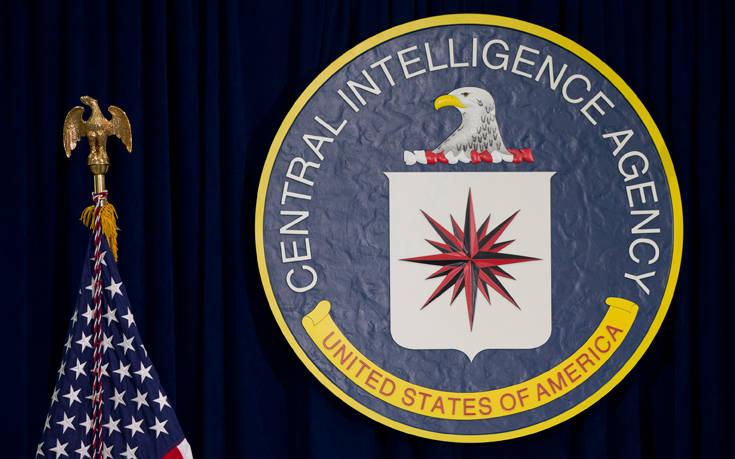 Πρώην αρχηγοί και στελέχη της CIA καταδικάζουν την απόφαση Τραμπ για τον Μπρέναν