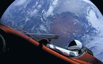 Γεμάτο μικρόβια το Tesla του Έλον Μασκ που ταξιδεύει στο διάστημα