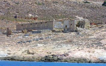 Κατεδαφίζονται τα αυθαίρετα στη Μακρόνησο