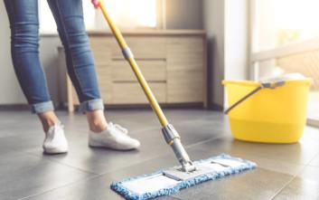 Τρεις συμβουλές για να μένει το πάτωμα καθαρό περισσότερο