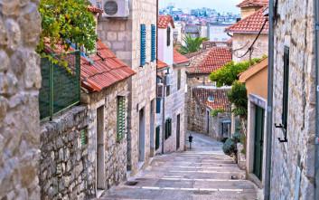 Ζευγάρι τουριστών έκανε σεξ σε σοκάκι κροατικής πόλης