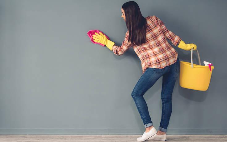 Πώς θα καθαρίσετε τα σημάδια από ανεξίτηλο μαρκαδόρο