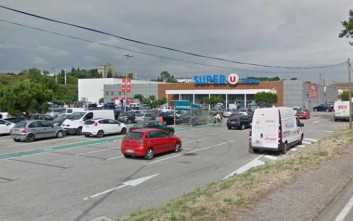 Αγωνία για τους οκτώ ομήρους σε σούπερ μάρκετ της Γαλλίας