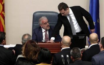 Επεισοδιακή ψηφοφορία για τη διεύρυνση της χρήσης των αλβανικών στα Σκόπια
