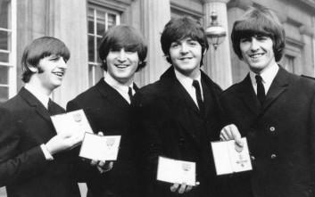 Σπάνιες και αδημοσίευτες φωτογραφίες των Beatles βγήκαν στο «σφυρί»