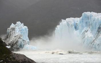 Tεράστιος παγετώνας καταρρέει στην Παταγονία