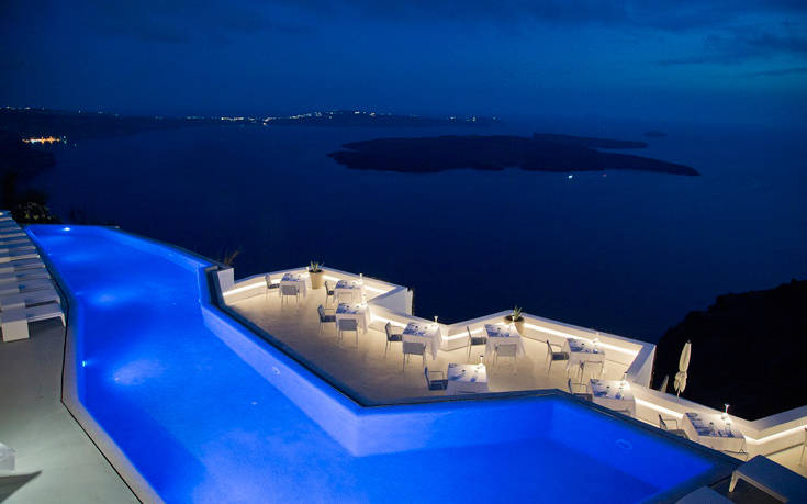 Grace-Santorini_Santoro_Restaurant_at_night