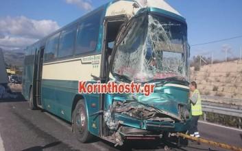 Σύγκρουση λεωφορείου των ΚΤΕΛ με φορτηγό στην εθνική οδό Κορίνθου - Τριπόλεως