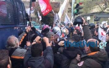 Συγκρούσεις μεταξύ διαδηλωτών και αστυνομίας στη Θεσσαλονίκη