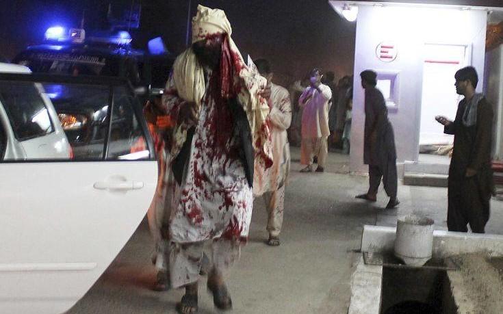 Μακελειό από την επίθεση καμικάζι έξω από στάδιο στο Αφγανιστάν