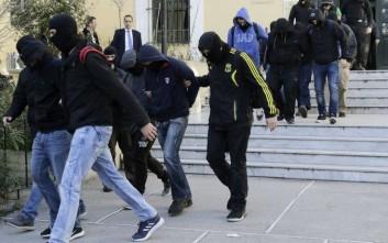 Βαρύτατα αδικήματα αντιμετωπίζουν οι ακροδεξιοί συλληφθέντες