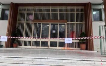 Επίθεση με μπογιές στα δικαστήρια Λάρισας