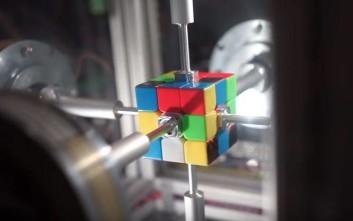 Ρομπότ έλυσε τον κύβο του Ρούμπικ σε 0,38 δευτερόλεπτα