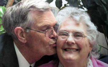 Έζησαν μαζί 63 χρόνια, πέθαναν με διαφορά… λεπτών