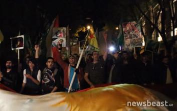 «Λευτεριά στο Αφρίν» φωνάζουν Κούρδοι κοντά στην τουρκική πρεσβεία