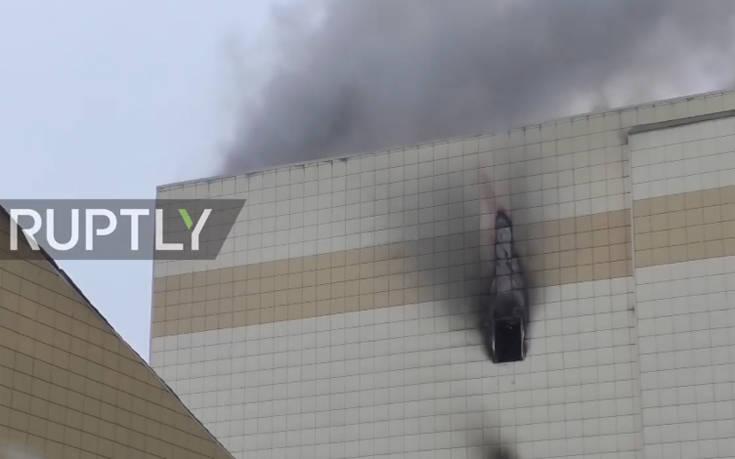 Ανείπωτη τραγωδία στη Ρωσία, 41 παιδιά νεκρά από την πυρκαγιά στο εμπορικό κέντρο