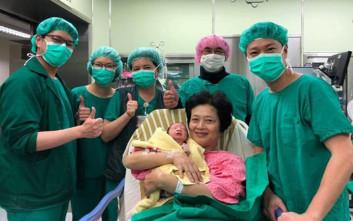 Γυναίκα στην Ταϊβάν έγινε μητέρα για δεύτερη φορά στα 62 της