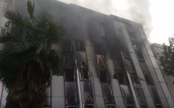 Μαίνεται η μεγάλη φωτιά στη Β' ΔΟΥ Λάρισας