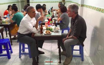 Εστιατόριο στο Βιετνάμ έκανε έκθεμα το τραπέζι και τα σκαμπό που έκατσε ο Ομπάμα