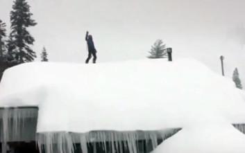 Έκανε τη στέγη πίστα του σκι