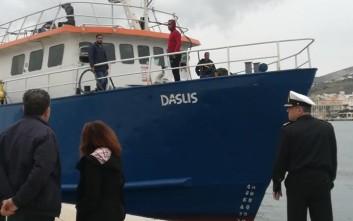 Στη Σύρο ελέγχεται πλοίο για λαθρεμπόριο τσιγάρων