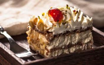 Τα πιο κλασικά γλυκά σε παλιά αθηναϊκά ζαχαροπλαστεία