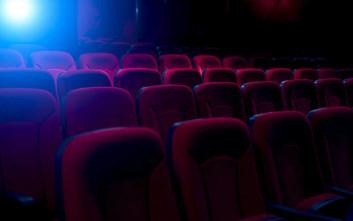 Άνδρας πέθανε όταν το κεφάλι του σφήνωσε ανάμεσα στα καθίσματα του σινεμά