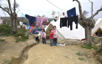 Die Zeit: Η «παράξενη ασθένεια» που εμφανίζεται σε υγιή προσφυγόπουλα στη Μόρια