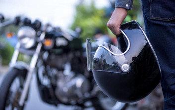 Μειώνεται στο 13% ο ΦΠΑ στα κράνη των μοτοσικλετών