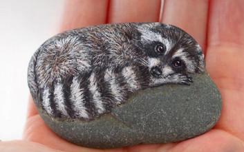 Η Γιαπωνέζα που μεταμορφώνει τις πέτρες σε ζώα