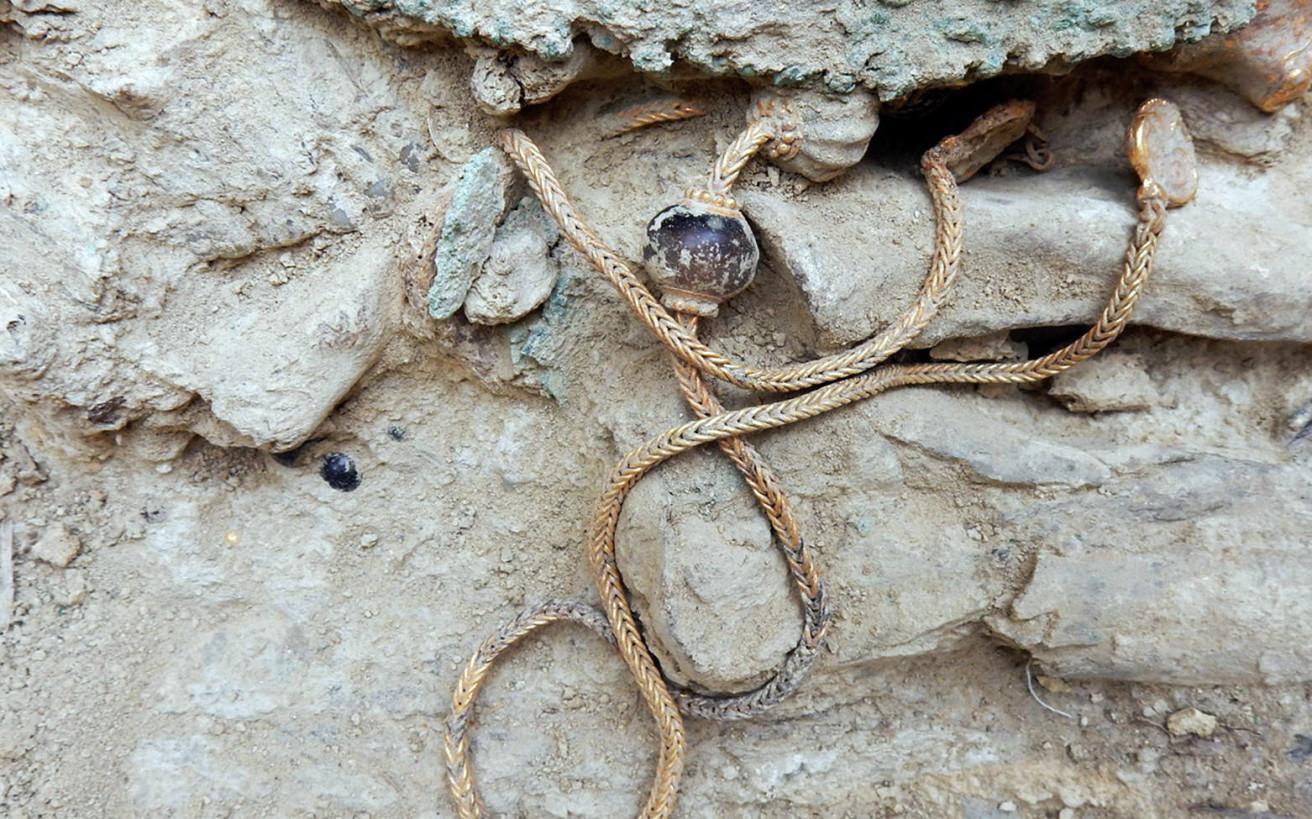Τα μυστικά που έφερε στην επιφάνεια ελληνικός τάφος 3.500 ετών